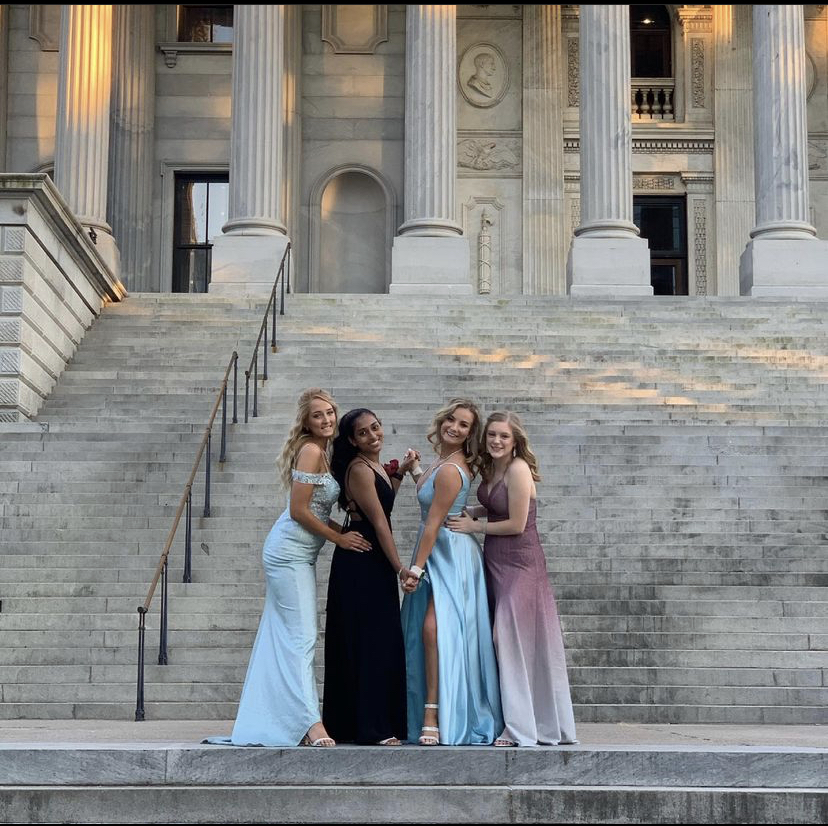 Students at the South Carolina State Capitol before going to the State Museum for the prom.
